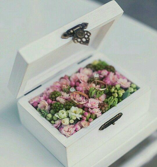 Alternative zum Ringkissen, Holzschatulle mit Blumen, Hochzeit