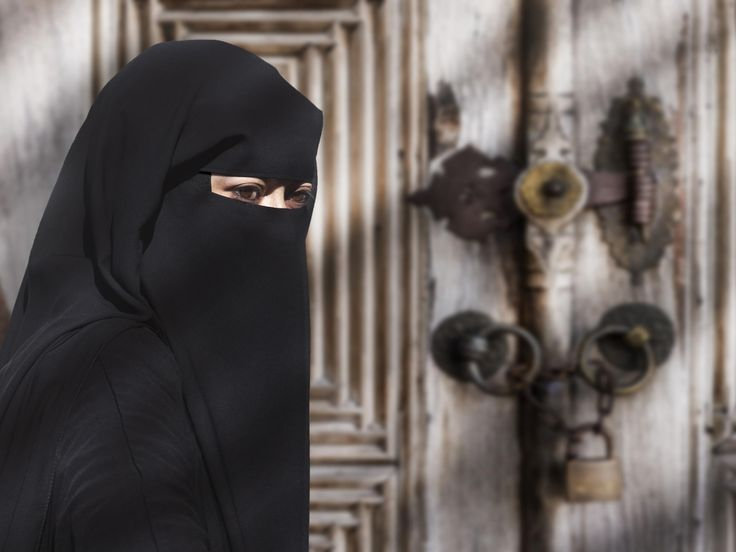Preventing an employee from wearing a veil is not discriminating against them,one of Austria's highest courts has ruled. In the landmark decision, Austria's Supreme Court (OGH) said that if clothing prevents communication, an employer may legally dismiss them.