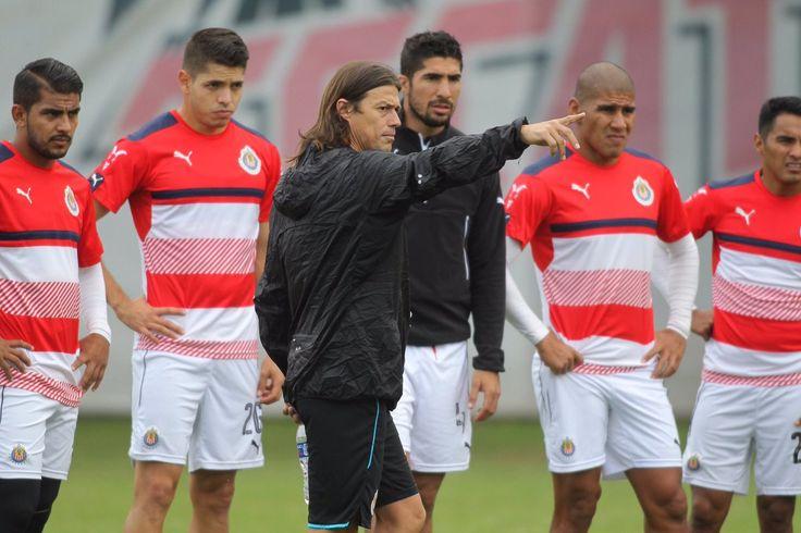 CHIVAS REGRESA A LA ACTIVIDAD TRAS DESCANSO Los rojiblancos se preparan para el partido amistoso del sábado contra León. Ausentes los lesionados y los convocados a la selección.