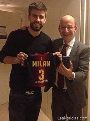 Esta es la camiseta del Barcelona que le dieron a Milan Piqué Mebarak (foto cuchi) - http://www.leanoticias.com/2013/01/24/esta-es-la-camiseta-del-barcelona-que-le-dieron-a-milan-pique-mebarak-foto-cuchi/
