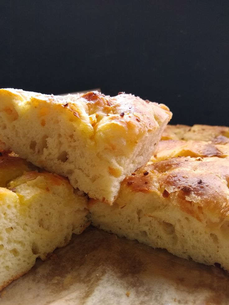 garlic foccacia. this bread is lovely and easy. pretty forgiving too.