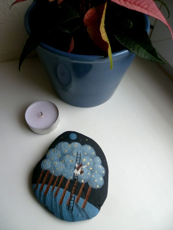 Sběratelka+malba+akrylem+na+kameni,+přelakováno+9.5+x+8+cm