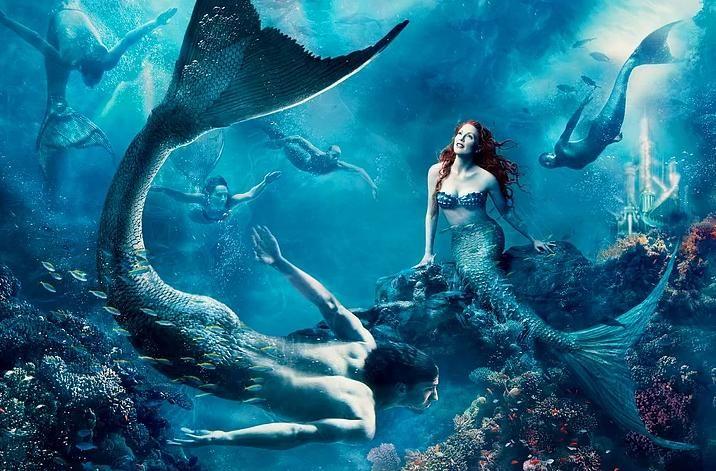 Julianne Moore, Ariel ve Michael Phelps Balık Adam (Küçük Denizkızı) - Ödüllü fotoğrafçı  Annie Leibovitz
