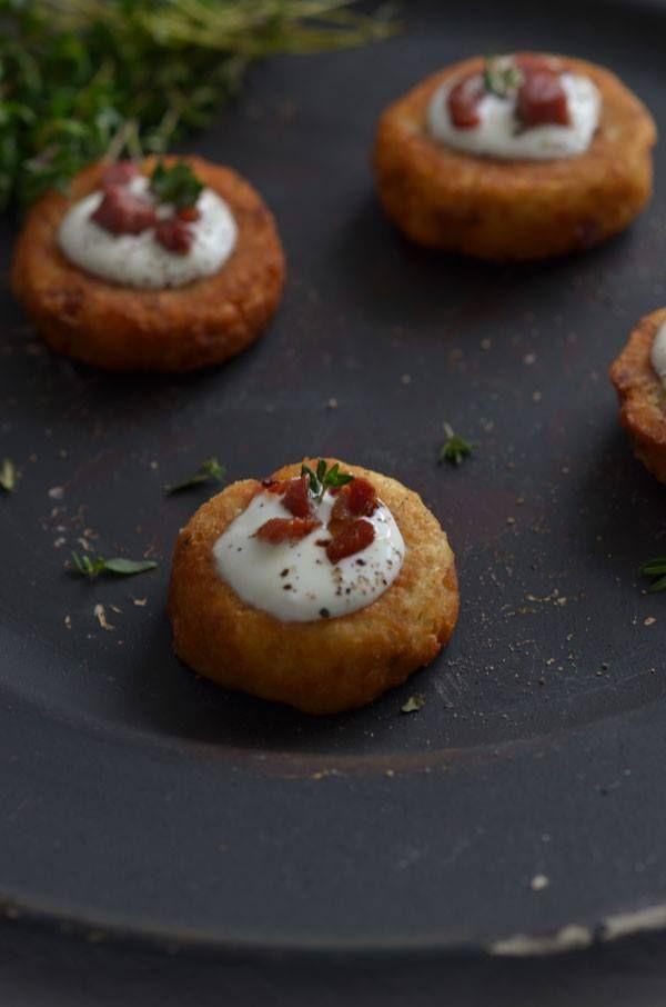 """""""Com pouco se faz... comida deliciosa"""", é o lema da receita de hoje: Bolinhos de batata com queijo da ilha e presunto, do blogue Azeitona Verde. Vejam como fazer em http://goo.gl/fEPsNh  #Receita #batata #queijo #presunto #bolinhos #batatasdefranca #batatascomsabor"""