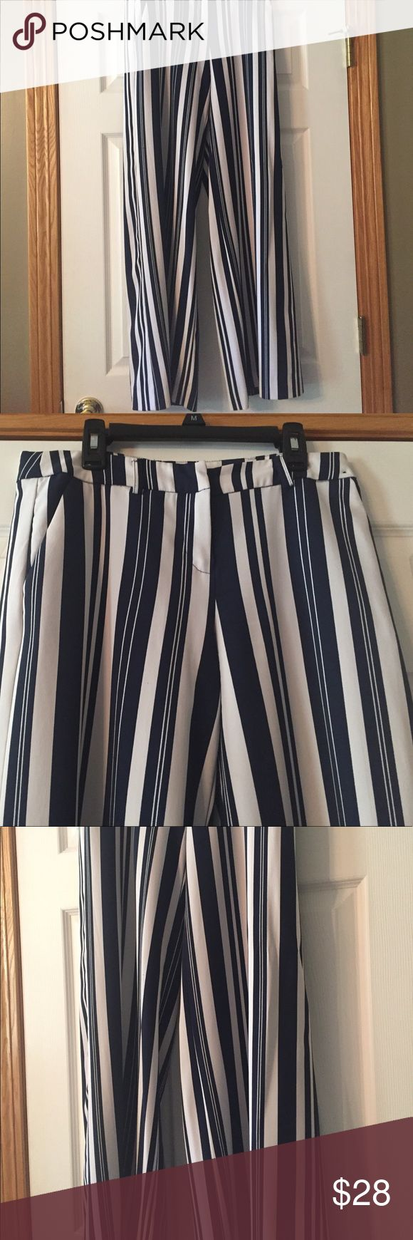New York & Co. Striped Palazzo Pant - 0 Lovely striped (navy & white) Palazzo Pant from Mew York and Co. worn only a couple of times. Zipper closure. Size 0. New York & Company Pants Boot Cut & Flare