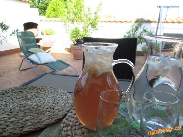 Domácí levandulová limonáda