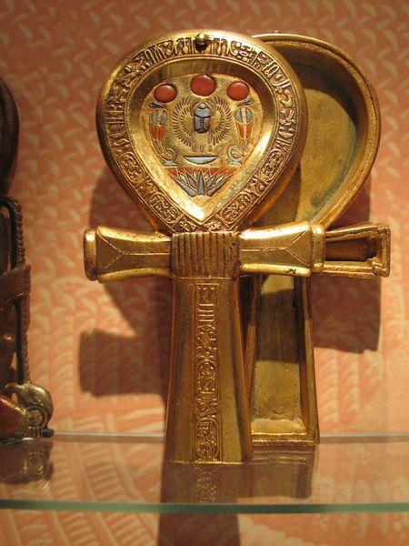 Tesoro de Tutankhamon. Cajita en oro, piedras y esmaltes.