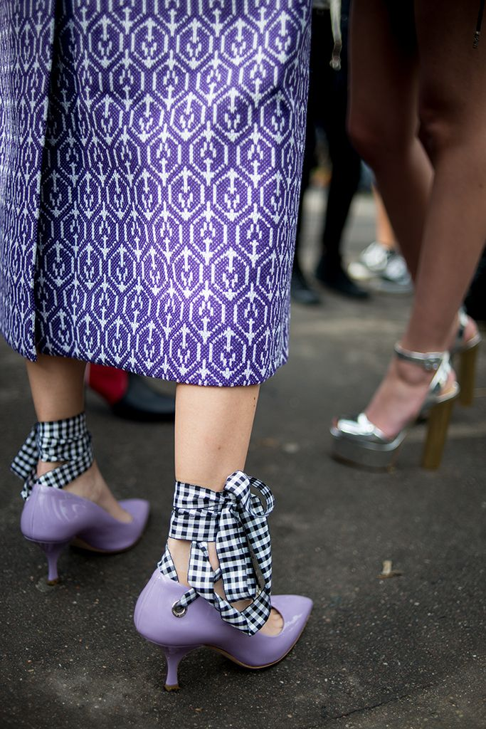 Paris Fashion Week Fall 2016 street style | Purple heels #PFW [Photo: Kuba Dabrowski]