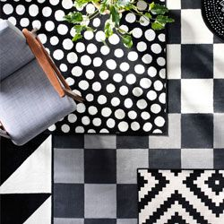 Perfect Blick aus der Vogelperspektive auf verschiedene Schichten schwarz wei er Teppiche in unterschiedlichen Materialien und Mustern