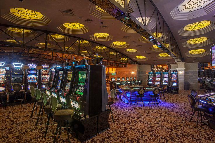 В Bombay Casino расположен современный Slot-Hall, где представлены 96 игровых автоматов и две электронные рулетки Alfa Street. Здесь каждому гостю предоставлен широкий выбор самых популярных классических игр и новинок игровой индустрии.  В Slot-Hall Bombay Casino также расположены игровые столы с минимальной ставкой на покере 5$ и минимальной ставкой на рулетке 0,5$. Slot-Hall оснащен собственным баром, круглосуточно работает зона ресторана.