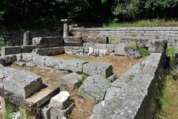 Corfu (Greece): former royal estate 'Mon Repos' - ruins of an ancient temple