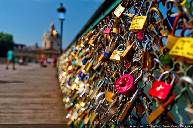 A Arte do Turismo e da Hotelaria: Peso do Amor- Ponte dos Cadeados em Paris