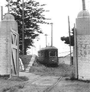 Tram Number 948 was built specifically to carry prisoners to and from court and was known as the Prison Tram (right). Built in Randwick training workshops in 1909,it was used for transferring inmates between Long Bay Penal Institution and Darlinghurst Court House.The specially fitted tramcar with six cells ran between 1909 and 1949.