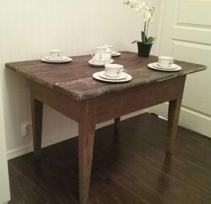 Vanha antiikkinen talonpoikaispöytä 1800-luvulta, 100€, aarrerati.fi-verkkokauppa