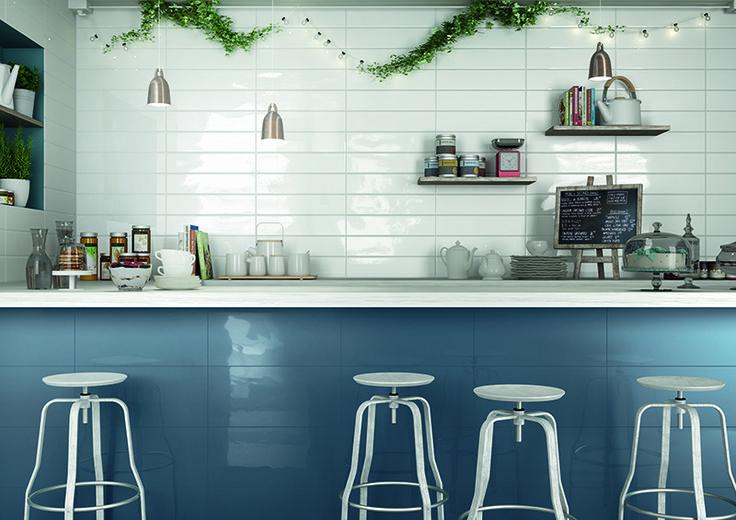 Pittura, kiiltävälasitteinen seinälaatta koossa 25×55 cm. Sarjassa myös fasettireunainen pre-cut. #pukkilalaatat #pukkila