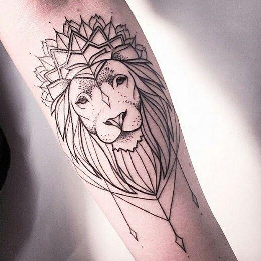 Татуировка на руке. Тату Лев.