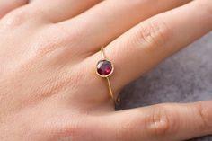 Rubin Verlobungsring, 14 K Gold Edelstein-Ring  von ARPELC HANDGEMACHTER SCHMUCK auf DaWanda.com