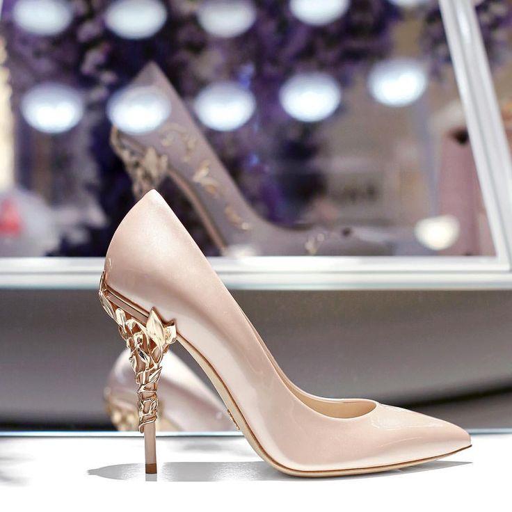 Ralph & Russo Eden heel pump. Available online at www.ralphandrusso.com #ralphandrusso #eden #edenheel #shoes #heels