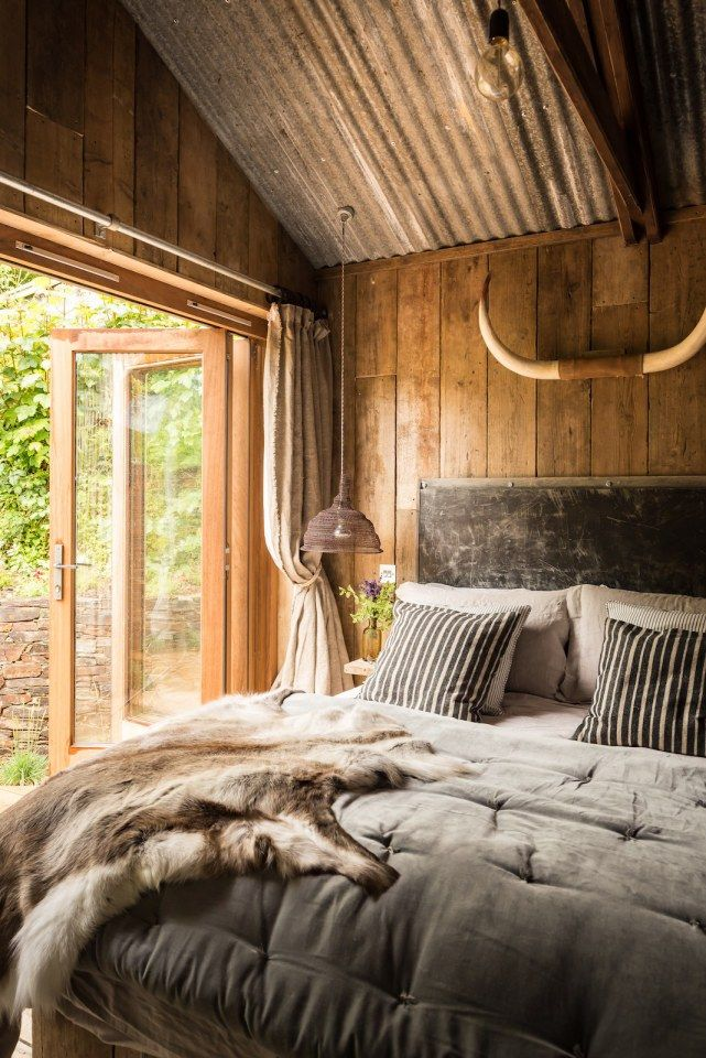 Best 25 cabin curtains ideas on pinterest country for Rustic romantic bedroom