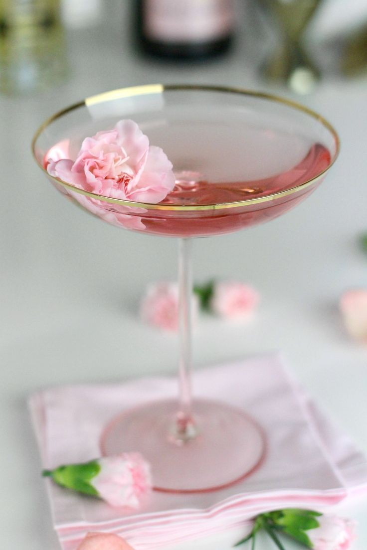 La Fleurette Cocktail / St. Germain and Rosewater With Tonic Water And Champagne