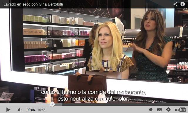 Lavado en seco con Gina Bertolotti, stylist del salón Oscar Blandi en Nueva York. Gina Bertolotti, Senior Stylist at Oscar Blandi Salon in New York City shows us how to use dry shampoo.