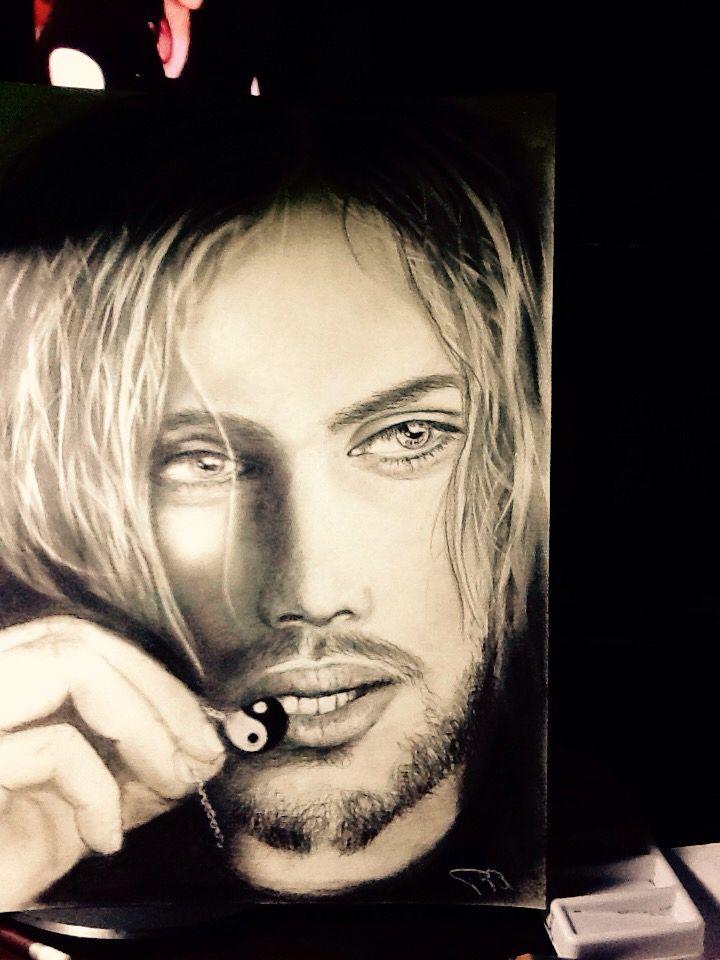 Ritratto grafite carboncino. Portrait. Pencil drawing by Paola Petrucci