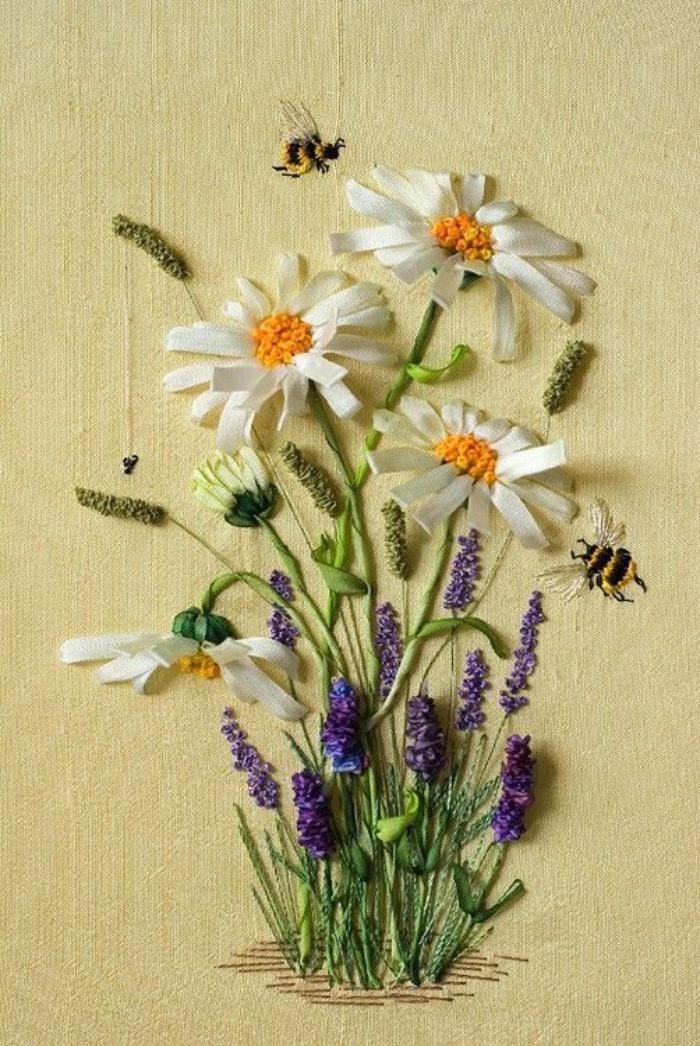broderie au ruban, fleurs de prairie et abeilles