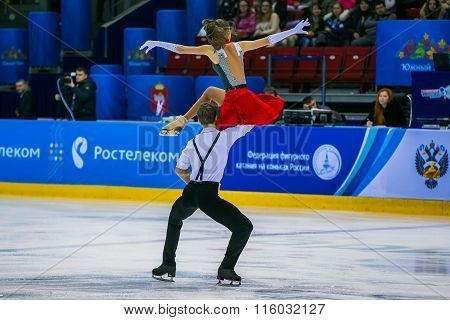 performance young athletes skaters in short program