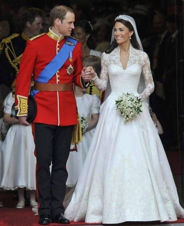 Luxury Princess Kate Lace Wedding Dress Sexy V Neck