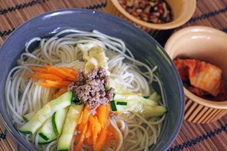 Nouilles aux légumes - sauce soja (Janchi guksu) - http://kimshii.com/2016/05/nouilles-aux-legumes-sauce-soja-janchi-guksu.html - corée du sud, cuisine coréenne, kfood, kimshii, kimshii.com, nourriture coréenne, plat coréen, recette coréenne