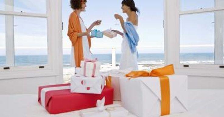 ¿Cómo saber qué hay en el registro de regalos de una persona?. Sin importar si estás de compras para alguien se está por casar o tener un bebé, es lindo darle lo que necesita usando un registro de regalos. Target, Walmart, Macy''s y miles de otras tiendas ofrecen registros que permiten a una persona crear una lista de ítems que le gustaría recibir como regalos. Los invitados que deseen comprar un regalo ...