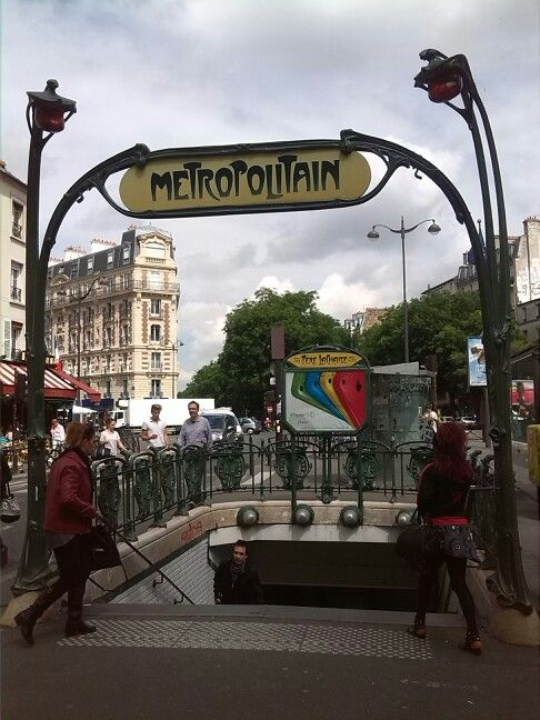 Day three: classic METROPOLITAIN #metro #ParisByDay