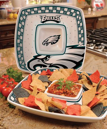 Loving this Philadelphia Eagles Game Day Chip 'n' Dip!!!