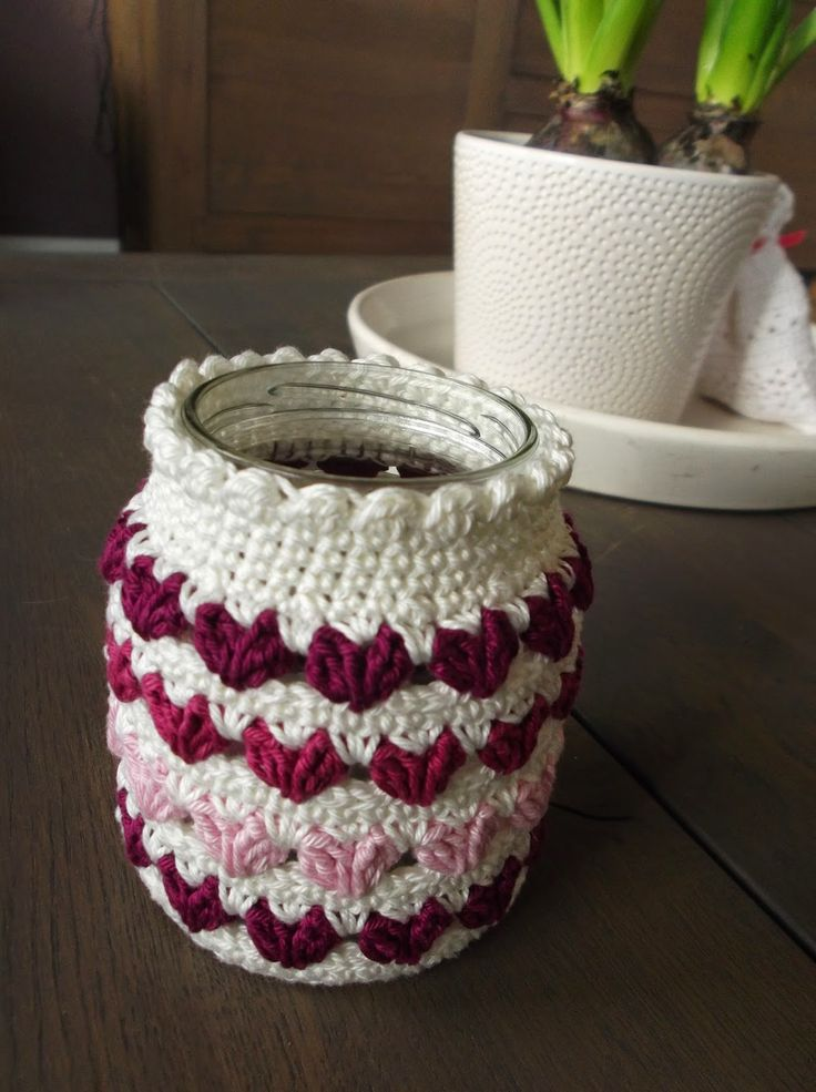HaakYdee: Gehaakt potje met hartjessteek - Crocheted jar with heart stitch