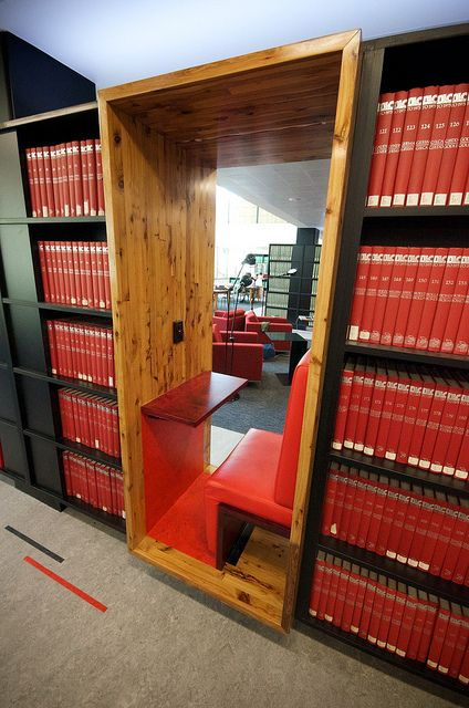 University of Melbourne: Shelf seating