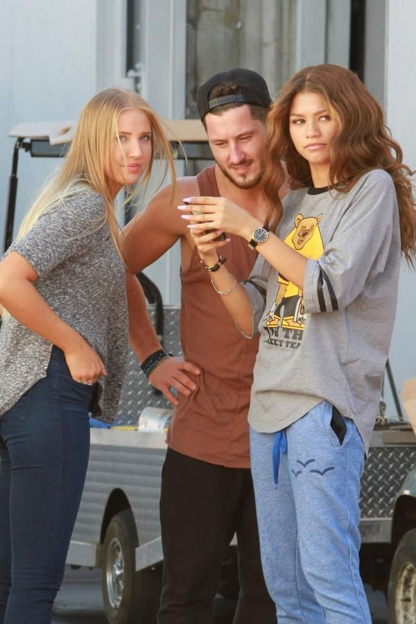 Zendaya, Val, Veronica & Kamil on set of K.C. Undercover in LA (September 26th)