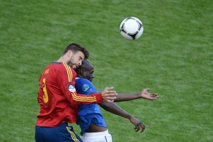 Spanish defender Gerard Pique (L) vies with Italian forward during the Euro 2012 championships football match Spain vs Italy on June 10, 2012 at the Gdansk Arena.