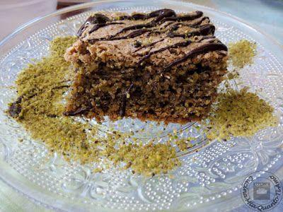 torta ai pistacchi250 g di pistacchi tritati 200 g di zucchero di canna o semolato (la ricetta originale ne prevede 250 g) 6 uova 2 cucchiaini di lievito per dolci 50 g di cioccolato fondente Tempo di preparazione circa un'ora Lasciate cuocere 40 minuti a 150 gradi