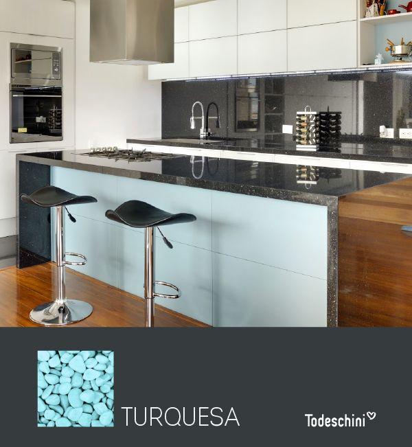Turquesa, el tono ideal para darle un toque delicado y elegante a tu cocina.  #Diseñodeinteriores #Decoración #Todeschini #ambientes #mueblesamedida #arquitectura #salas