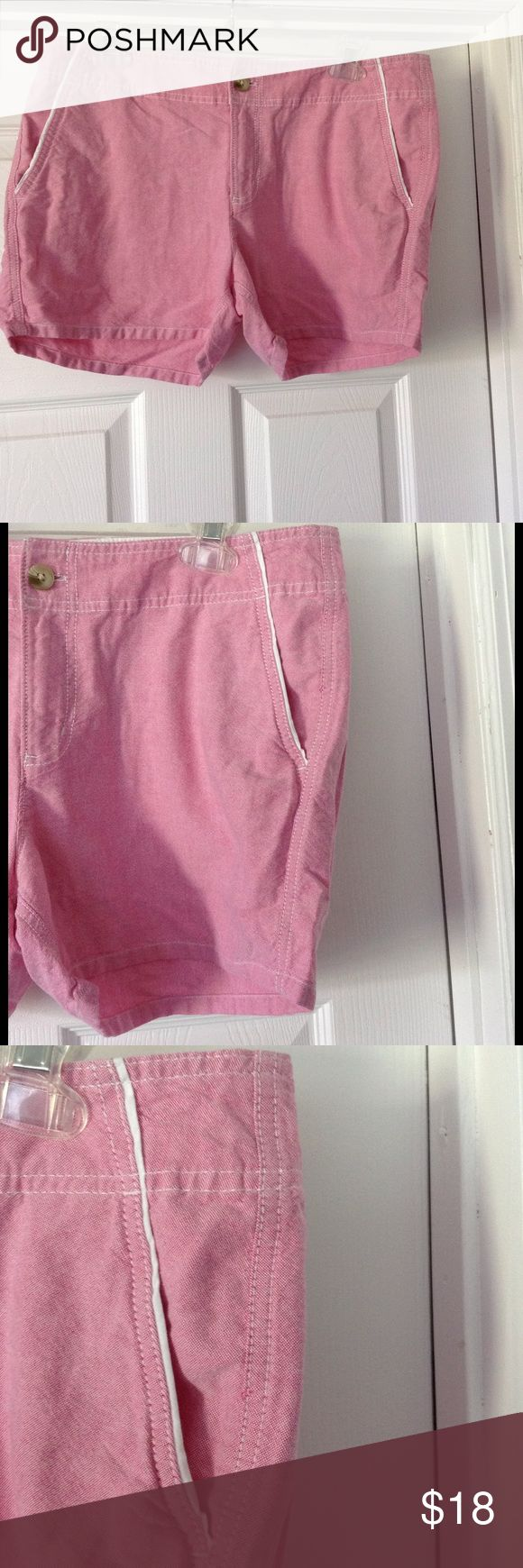 """Columbia PFG shorts women's  Solar fade pink sz 12 Columbia sportswear company shorts. Size 12. Inseam 4"""". Solar pink color.Performance fishing gear. Pockets in front and back. Good preowned condition. Columbia Shorts Jean Shorts"""