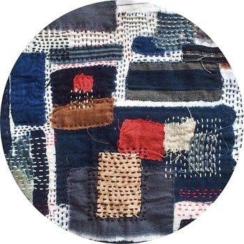 ビンテージの洋服に味わいのある古布のパッチワークを施して。刺し子の刺繍も手縫いならではのぬくもりを感じますね。