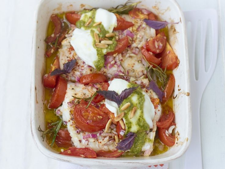 Gebackenes Seelachsfilet mit Tomaten | LOW CARB | Kalorien: 330 Kcal - Zeit: 30 Min. | http://eatsmarter.de/rezepte/gebackenes-seelachsfilet-mit-tomaten