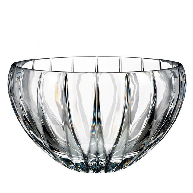 This stunning Marquis Phoenix bowl just arrived in my showroom! It has a unique base-to-rim vertical cutting pattern which echoes the mythical birds grand plumage. The clean silhouette of this Bowl complements any décor while also being functional. #Waterford @ideedicasa.ca #weddingregistry #giftideas2018 #marquiscrystal #registredemariage  #mariage2018 #montrealweddingplanner #montrealeventdesigner #montrealeventplanners #montrealeventplanner #fiancailles #ideedicasagiftware…