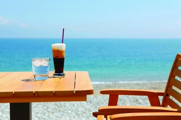Rizos cofee bar. A sea view