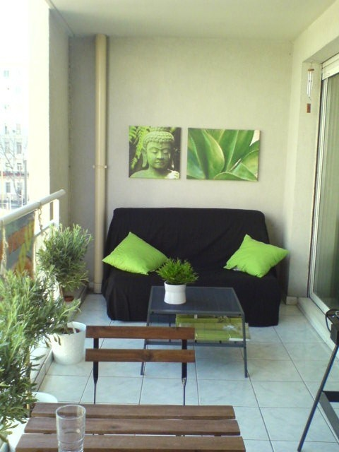 Home staging zen - it can be as simple as adding a splash of color