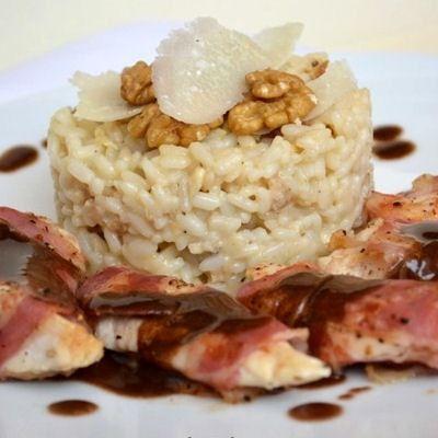 Poulet à la pancetta, risotto aux noix et parmesan, sauce au balsamique