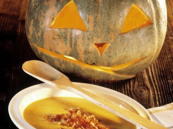 Kürbiscremesuppe ist ein Rezept mit frischen Zutaten aus der Kategorie Cremesuppe. Probieren Sie dieses und weitere Rezepte von EAT SMARTER!