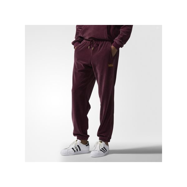 adidas Velour Sweat Pants ($80) ❤ liked on Polyvore featuring men's fashion, men's clothing, men's activewear, men's activewear pants, red, mens activewear pants, mens tracksuits, mens velour tracksuit, mens sweat pants and mens red tracksuit
