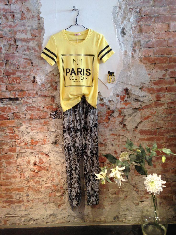 Lot 7 #fashion #lente #2015. Geel #Paris shirtje met losvallende broek met #Aztec print.