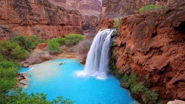 USA. Alla scoperta delle cascate Havasu nel Grand Canyon Si tratta di una cascata d'acqua assolutamente incredibilmente situata in un canyon in Arizona non così facile da raggiungere. Sia le spettacolari cascate che comunità isolata all'interno della #viaggio #usa